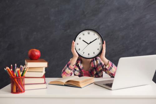 プログラミングの学習時間】最短で習得までの学習期間と目安となる勉強時間 | プログラミング学習入門者向けサイト(プログラミングジャパン公式ブログ)