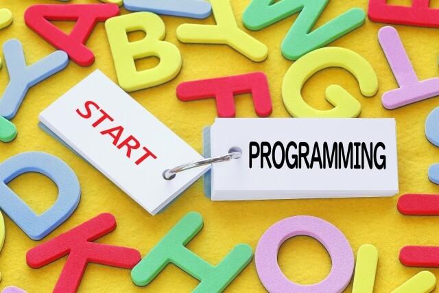 働きながらプログラミングを身につけるおすすめスクールと学習方法を解説