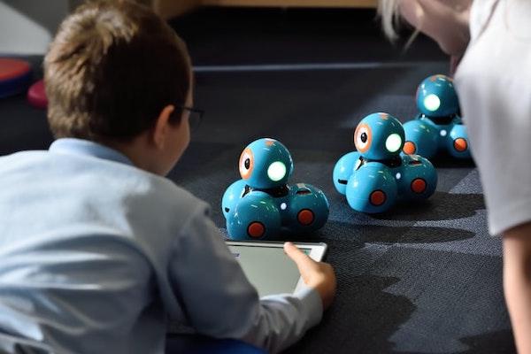 プログラミングトイ・おもちゃ人気ランキング3選【小学校低学年(6歳〜9歳)におすすめ】