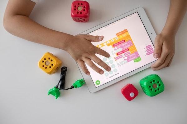 子どもの知育玩具にプログラミングトイ・おもちゃがおすすめの理由